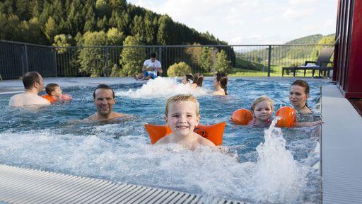 Für jede Menge Freizeitspaß ist in der spannenden In- und Outdoor-Erlebniswelt ebenfalls gesorgt.