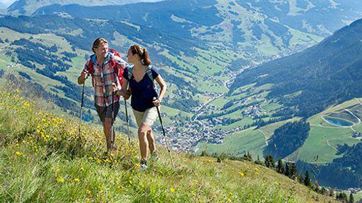 Weitwanderung von Saalbach nach Zell am See auf einem der schönsten Höhenwege der Ostalpen erkunden.