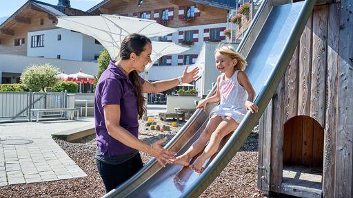 Spielen, lachen, toben und die Welt erkunden – ein Urlaubstag im Amiamo steckt voller Überraschungen und Entdeckungen.