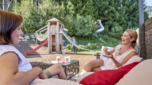Entspannen Sie im Restaurant bei einer gemütlichen Tasse Kaffee während Ihre Kinder im Happy-Club sind.