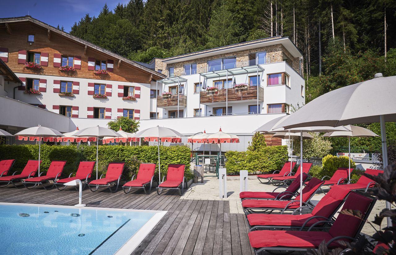 9142-hotel-sommer-pool-liegen-amiamo-2018-07-20-ORG.jpg
