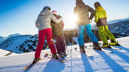 Die örtliche Skischule befindet sich unmittelbar vor der Haustüre des Familotels Egger.