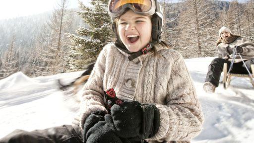 Winterspaß im Familotel Kaiserhof auch für die kleinen Schneehasen.