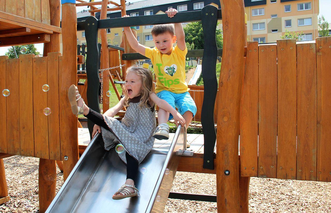 Familienhotel_Elldus_Resort_Spielplatz_Kinder_Rutsche.jpg