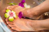 Padabhyanga - Ayurvedische Fußmassage mit der Kaash-Schale