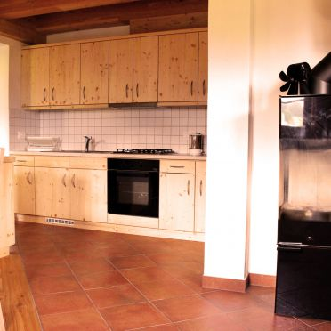 Wohnstube mit Ofen, Costetoi Hütte in San Pietro di Cadore, Südtirol, Trentino-Südtirol, Italien