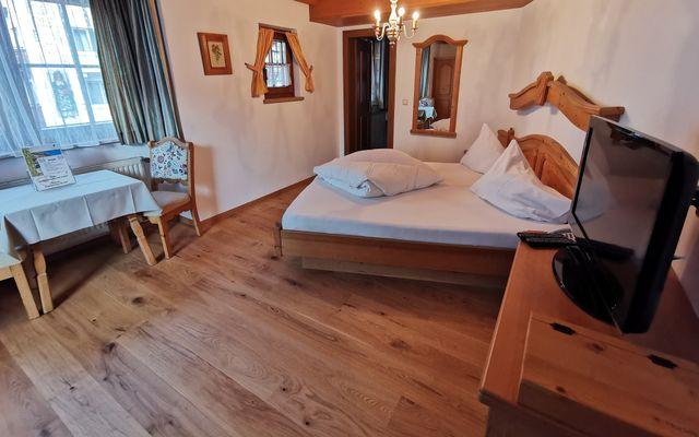 Hotel Hochfilzer in Ellmau am Wilden Kaiser_Beispielbad_ Doppelzimmer Economy 2@multivisualart