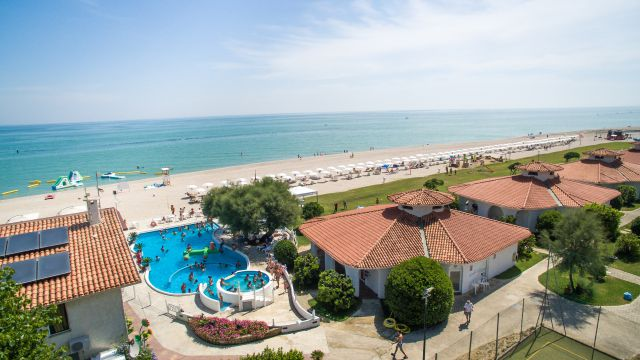"Family Beach Resort ""Il Girasole"""