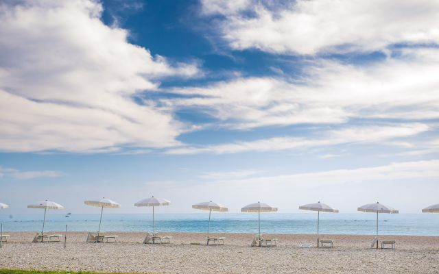 Sonnenschirme am Strand von Marotta