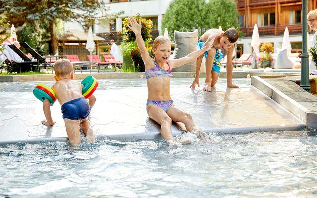 Pool mit Kindern