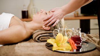 Kopf-Gesicht-Massage