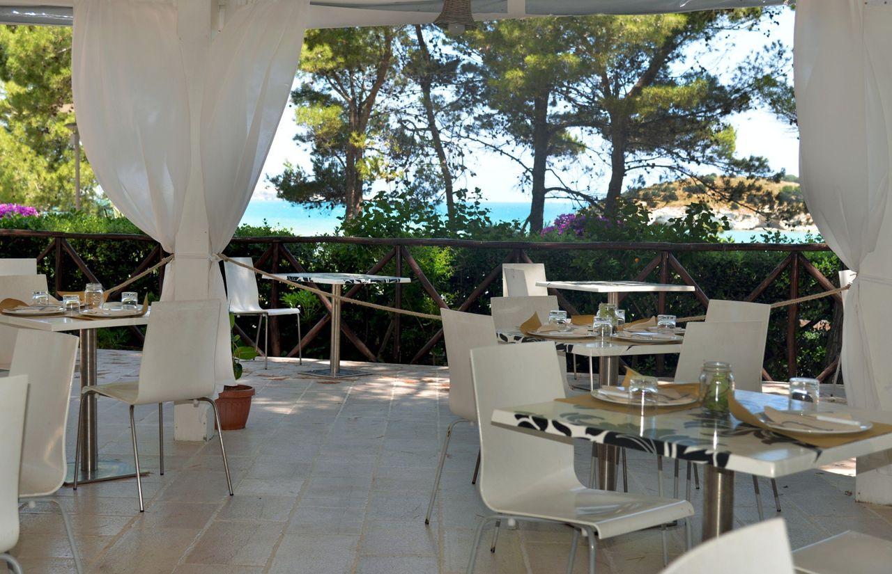 Restaurant mit Außenbereich und tollem Meerblick