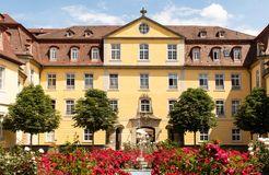 Biohotel Schloss Kirchberg: Außenansicht Eingang - Biohotel Schloss Kirchberg, Kirchberg an der Jagst, Baden-Württemberg, Deutschland
