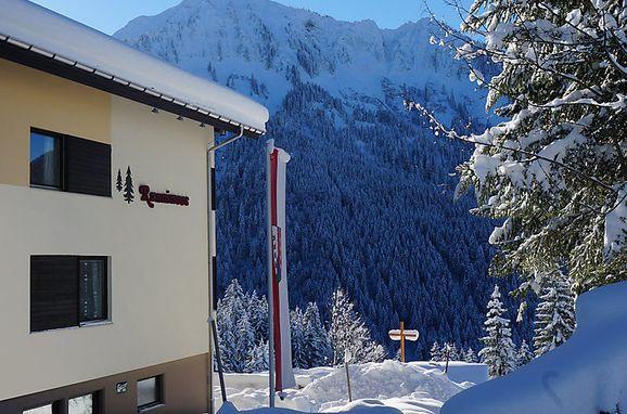 Außen Winter 22 - Hauptbild, Ferienhaus Runnimoos am Arlberg, Laterns, Vorarlberg, Vorarlberg, Österreich