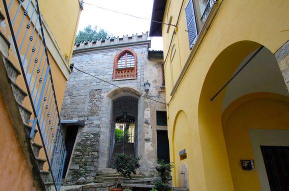 Außen Sommer 1 - Hauptbild, Castello Torre, Lesa, Lago Maggiore, Piemont, Italien