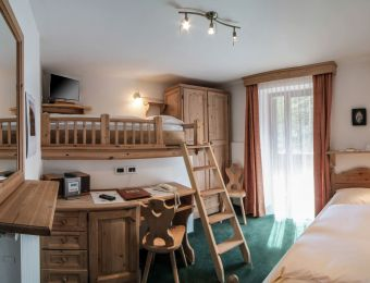 "Multi-Bed Room ""Nemus – Twin"" - Aqua Bad Cortina"